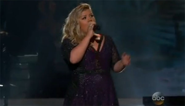 Kelly Clarkson sings 'Invincible' at Billboard Music Awards 2015