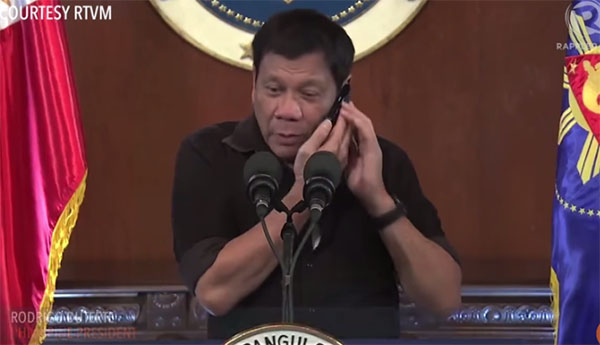Duterte phone calls VP Robredo in front of reporters