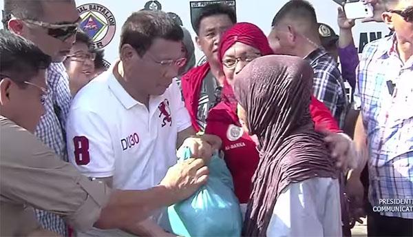 President Duterte distribute relief goods in Basilan