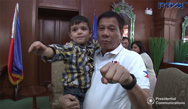 VIDEO: Duterte meets viral Filipino-British boy
