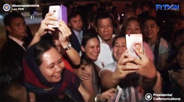 President Duterte greeted with loud cheers from Filipino community in Laos video