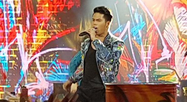 Mark Oblea sings 'Mangarap Ka' on Pinoy Boyband Superstar Grand Final