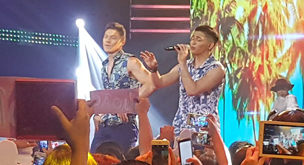 tristan-ramirez-joao-constancia-sings-what-do-you-mean-on-pinoy-boyband-superstar-december-3