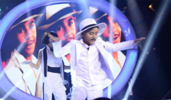 Alonzo Muhlach impersonates Lou Bega on Your Face Sounds Familiar Kids