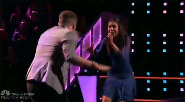 Dawson Coyle vs Aliyah Moulden 'Walking on Sunshine' The Voice 2017 Battle Rounds