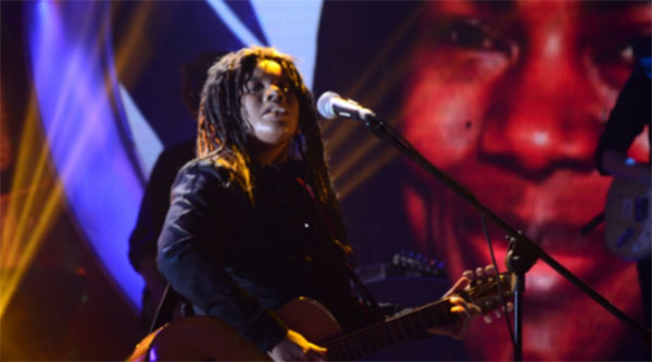 Watch Elha Nympha As Tracy Chapman Sings Fast Car On Your Face - Fast car artist