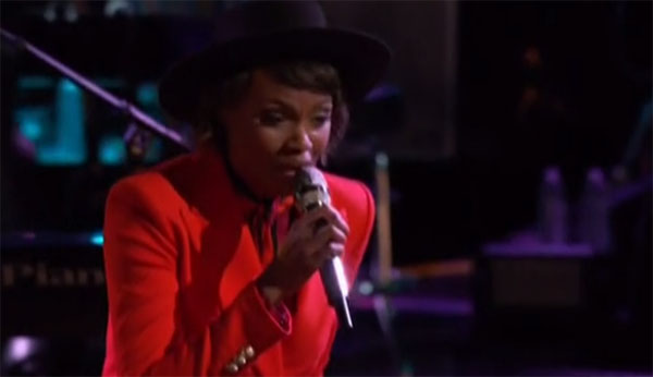 Vanessa Ferguson sings 'Lean On' on The Voice Live Playoffs