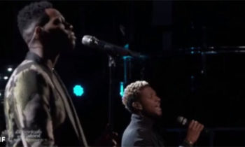 Chris Blue and Usher sings 'Everybody Hurts' on The Voice 2017 Finale