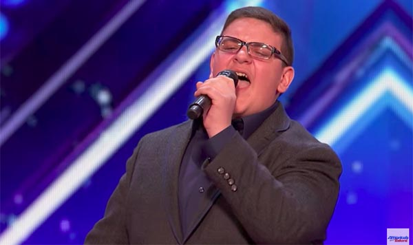 "Christian Guardino sings ""Who's Loving You,"" gets Golden Buzzer from Howie on America's Got Talent 2017"