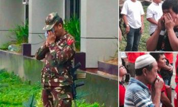 LOOK: Soldiers, civilians in tears as Philippine flag raised in Marawi