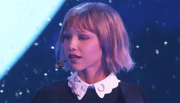 "Grace VanderWaal sings ""Moonlight"" on America's Got Talent 2017"