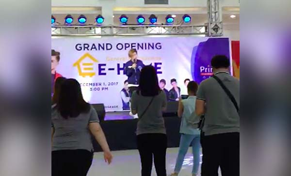 Watch: Xander Ford performs in an Almost Empty Crowd in Gapan Mall
