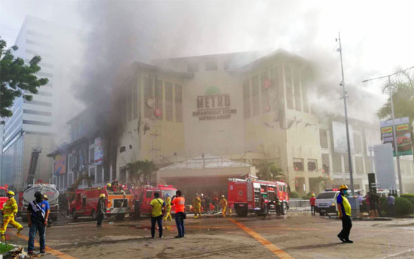 Haze alert as Cebu mall expected to burn for two more days