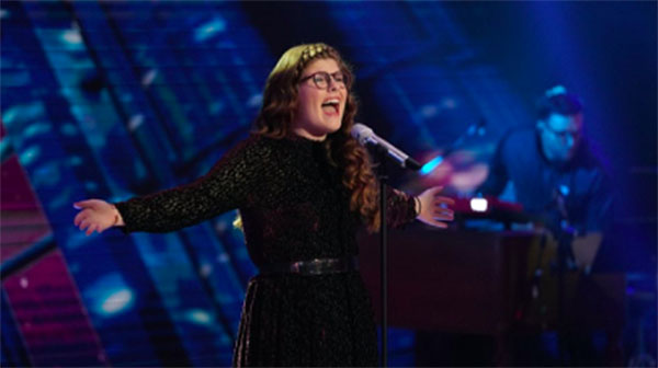 "Catie Turner sings ""Take Me to Church"" on American Idol 2018 Top 14 Live Shows"