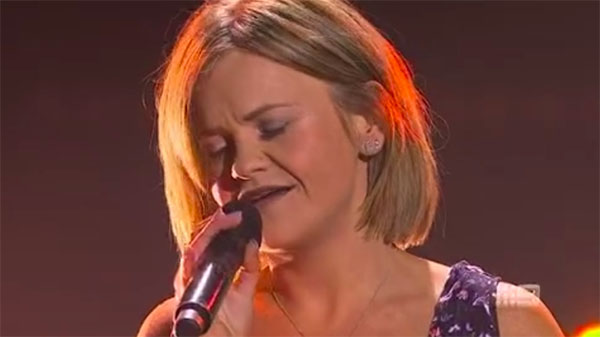 "Emma Fitzgerald sings ""Piece by Piece"" on The Voice Australia 2018 Blind Auditions"