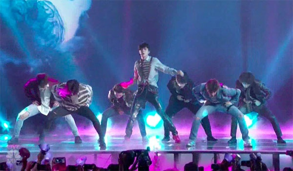 "BTS ""Fake Love"" Live Performance at Billboard Music Awards 2018 BBMAs"