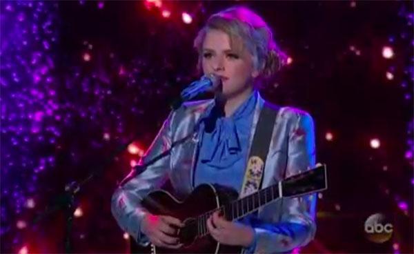 """Maddie Poppe sings """"Landslide"""" on American Idol 2018 Finale"""