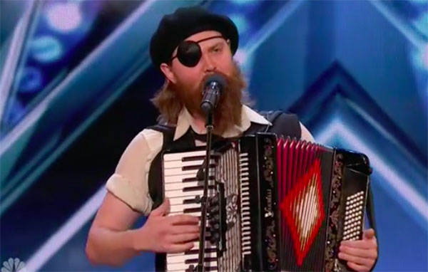 Comedian Kevin Bennett wins the crowd on America's Got Talent 2018 Audition