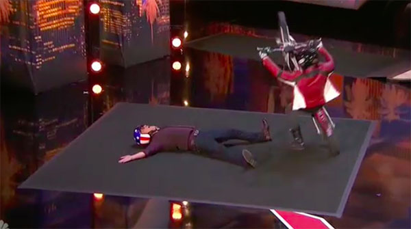 Trail rider Kenny Thomas shocks Howie on America's Got Talent 2018 Audition