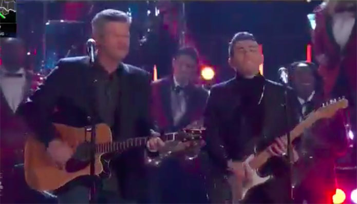 "Ricky Duran & Blake Shelton ""Run Rudolph Run"" Duet The Voice Top 4 Live Finale"