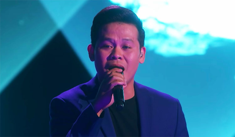 "Marcelito Pomoy Sings ""Beauty And The Beast"" on America's Got Talent Champions Finals"