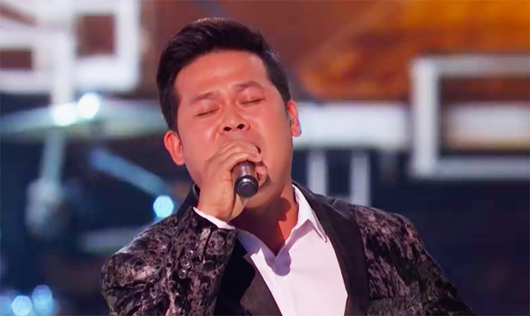"Marcelito Pomoy sings ""We Are the Champions"" on America's Got Talent"