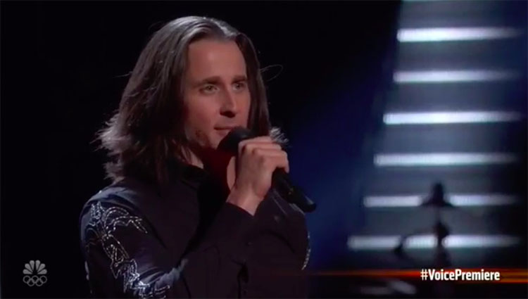"""Todd Michael Hall sings """"Juke Box Herd"""" on The Voice Blind Auditions 2020"""