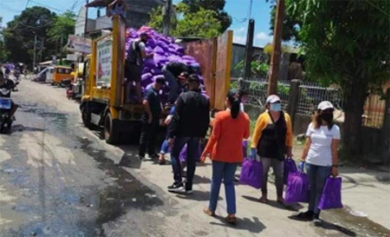 Yuck! Relief Goods ni Mayor Joy Belmonte, sa Truck ng Basura Sinakay