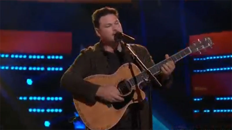 """Ian Flanigan sings """"Beautiful Crazy"""" on The Voice Knockouts"""