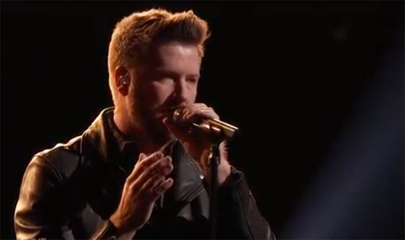"Ben Allen sings ""There Goes My Life"" on The Voice Live Playoffs"