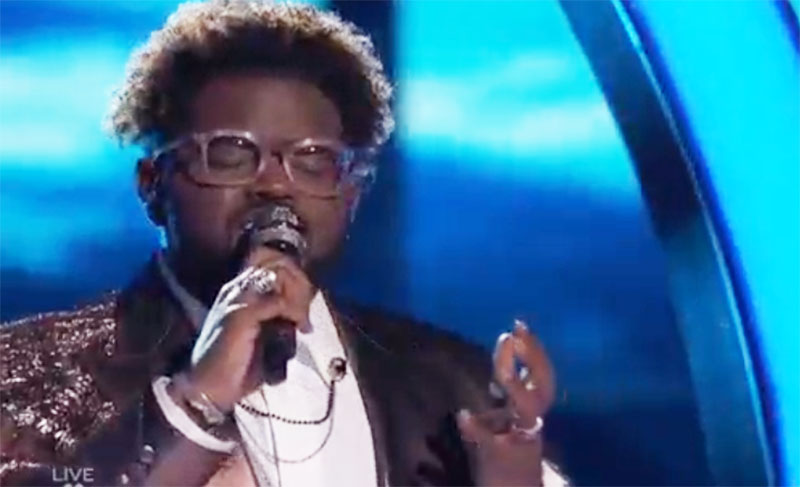 """John Holiday sings """"Halo"""" on The Voice Top 5 Live Finale"""