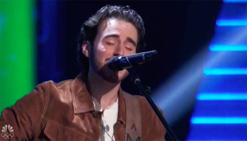 "Andrew Marshall sings ""Gravity"" on The Voice Season 20 Blind Auditions"