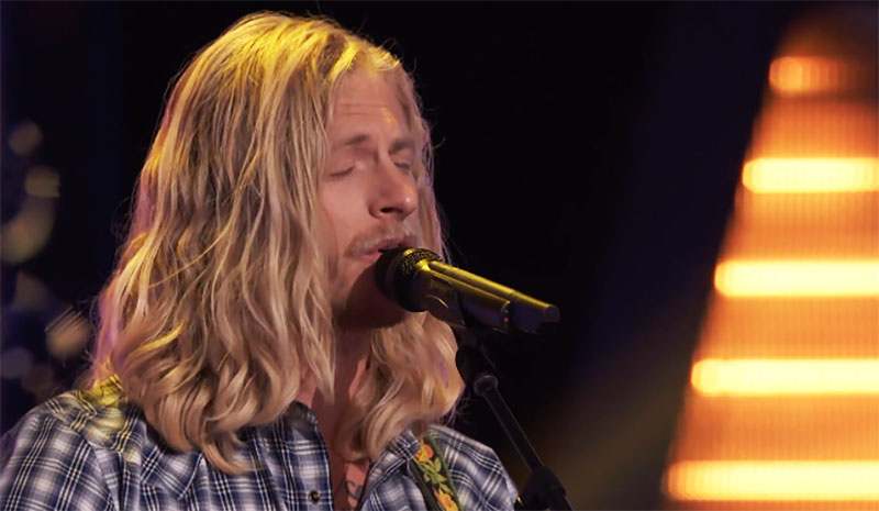 """Jordan Matthew Young sings """"I'm No Stranger to the Rain"""" on The Voice Season 20 Blind Auditions"""