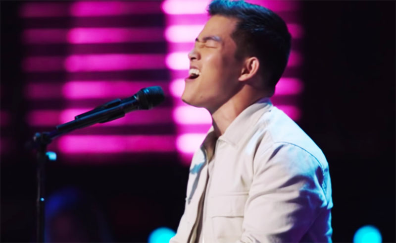 """Keegan Ferrell sings """"She Will Be Loved"""" on The Voice Season 20 Blind Auditions"""