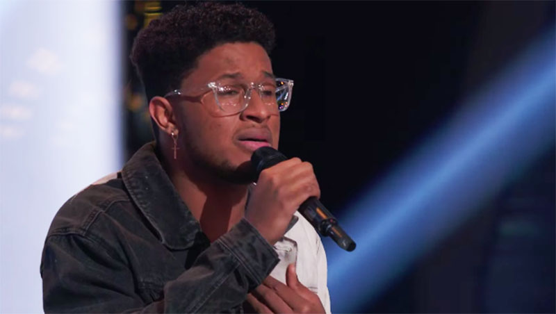 """Zae Romeo sings """"Falling"""" on The Voice Season 20 Blind Auditions"""