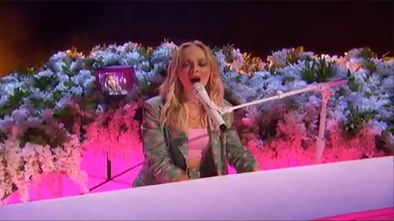 "Madilyn Bailey sings ""Titanium"" on America's Got Talent 2021 AGT Quarterfinals"