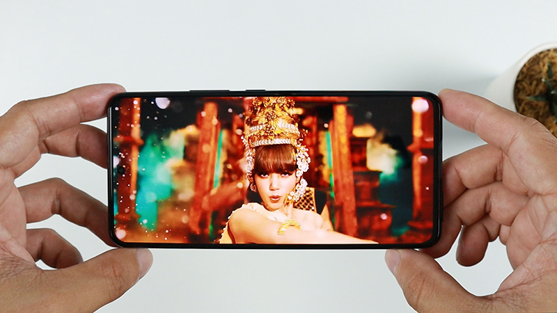 6.56 inches AMOLED screen with 120Hz refresh rate. Crystal clear, super smooth and amazing picture quality.